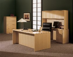 Madera Veneer office furniture with a contemporary look.