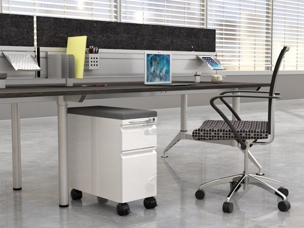 Even table with skinny pedestal