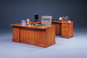 "Executive traditional ""U"" desk"